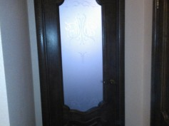 Остеклённая межкомнатная дверь